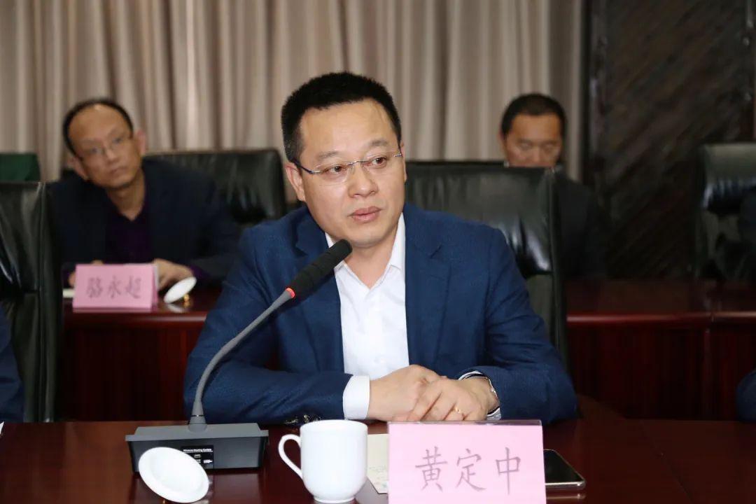 成都本草堂药业有限公司董事长黄定中在会上发言.jpg